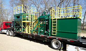 Mobile mixing and blending Bulk Material Handling System on tractor-trailer | Hapman.com